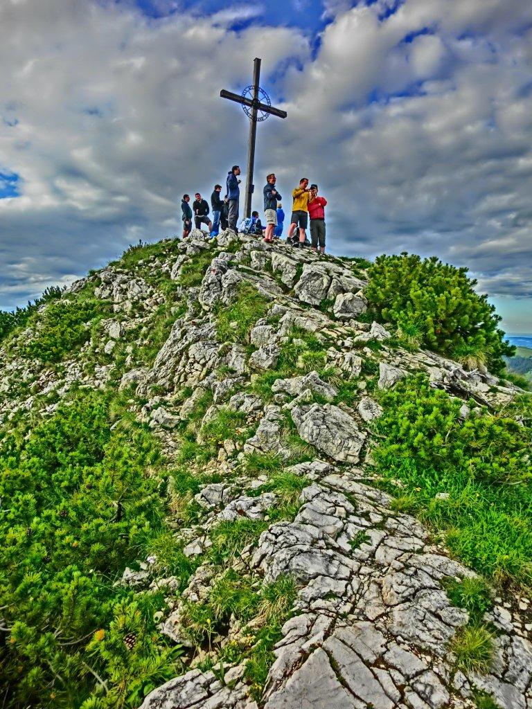 Blick auf das Gipfelkreuz von Südwesten